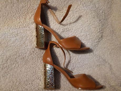 Sprzedam buty z efektownym obcasem ALDO