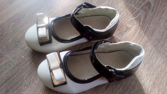 Лакові туфельки в ідеальному стані