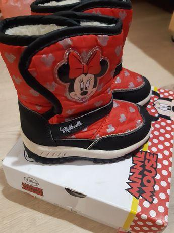 Фирменные сапожки Disney