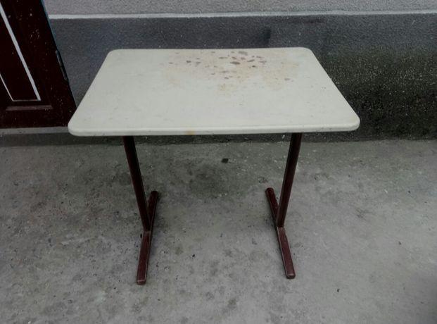 Продам столик /парта