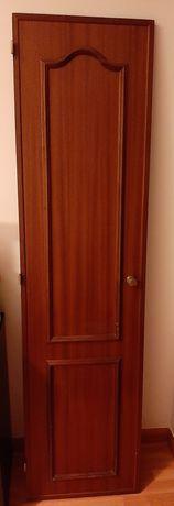 Portas e gavetas armário