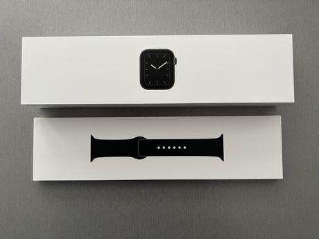 Smartwatch Apple Watch Series 5 44mm Space Grey + nowy pasek