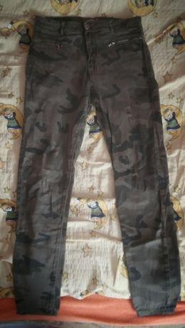 Boskie spodnie moro z Bershki