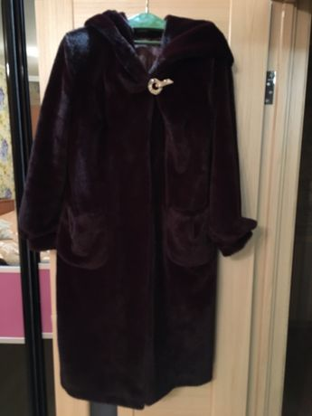 Красивое Меховое пальто. Эко мех.