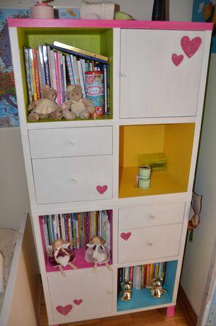 Estante IKEA decorada para quarto de criança
