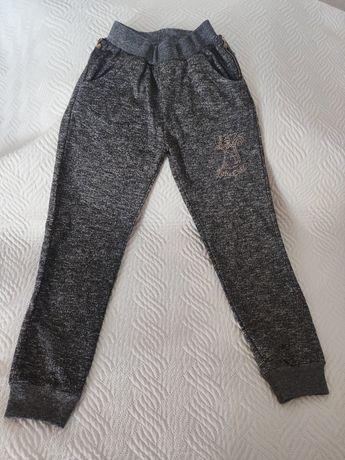 Nowe ciepłe spodnie dresowe rozm. 146/152 cm