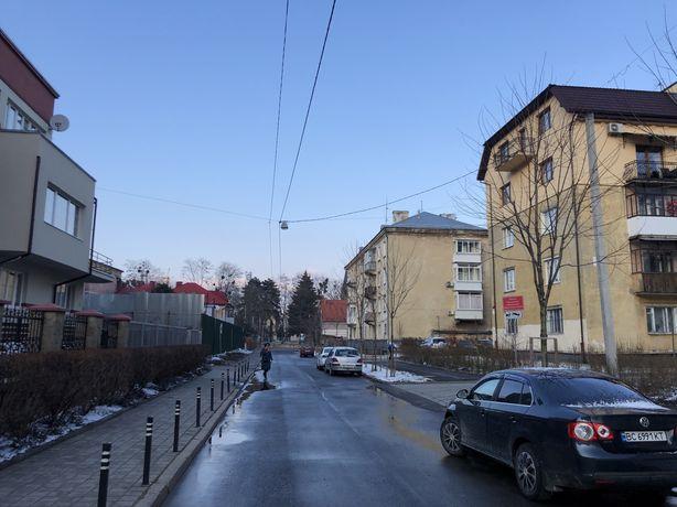 продаж 2 кім вул Квітнева( Чупринки) з ремонтом