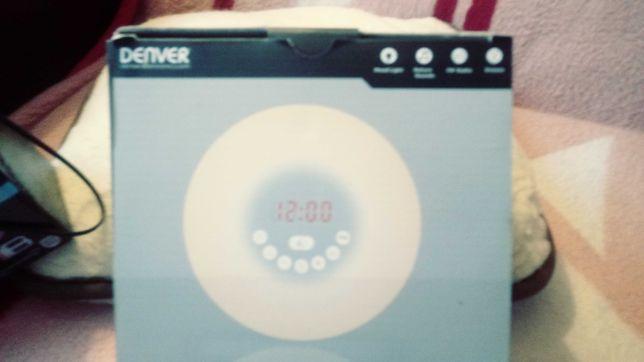 radiobudzik z efektownym budzeniem.