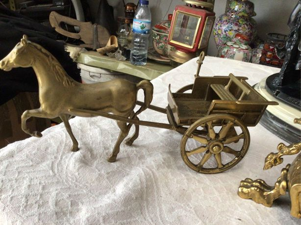 Cavalo c/ charrete em bronze c/30 cms de cpt, antiga, ver fotos