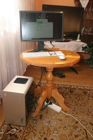 Komputer z nowych części.