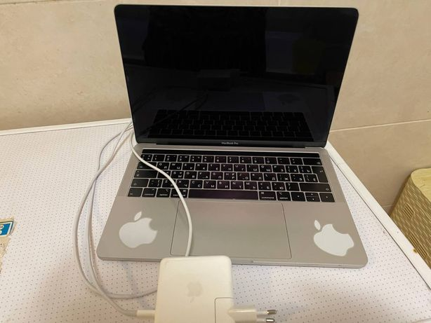 MacBook Apple Pro Touch Bar 13  256 Gb 2019
