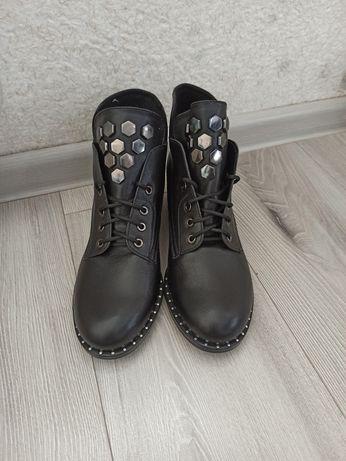 Ботинки кожаный 39р.
