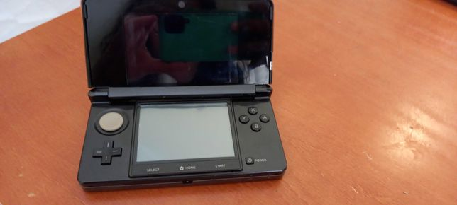Nitendo 3DS com pelicula nos 2 ecrãs caneta e carregador original