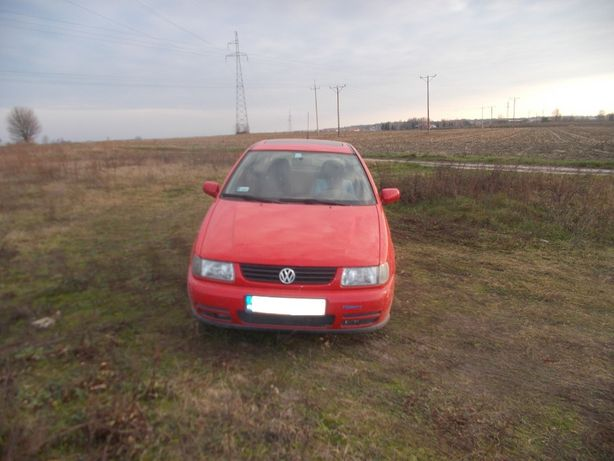 Volkswagen Polo,1,0 benzyna,kolor czerwony,przeznaczony na części