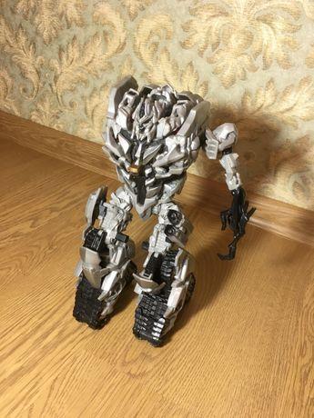 Большой качественный робот трансформер Мегатрон оригинал от Hasbro инт