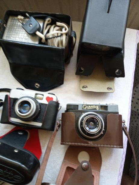 Stare aparaty foto z lampą