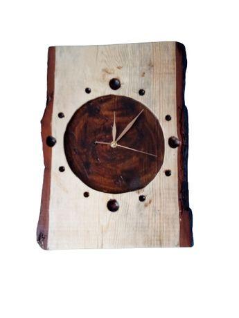 Zegar na drewnie