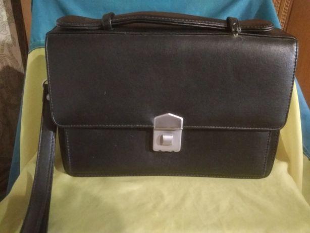 Продам барсетку сумку кожзам, 25х18х5,5-8