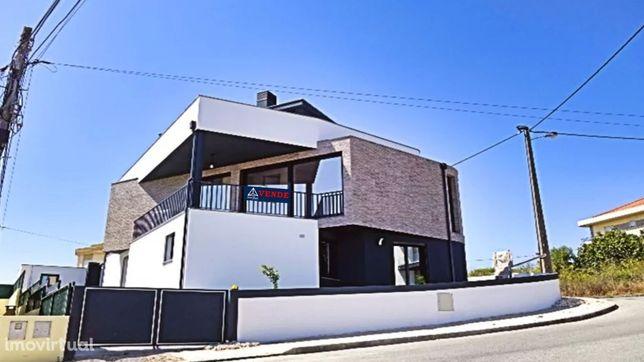 Moradia T4 Portela D´ Azoia em fase de construção