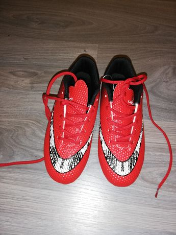 Botas de futebol novas