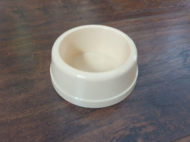 Mała miska – pojemnik na pokarm dla gryzonia