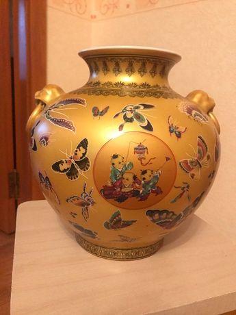 Золотая ваза из китайского фарфора