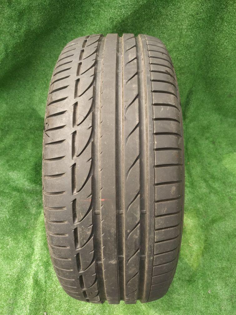 Opona pojedynka Bridgestone 235/55/17