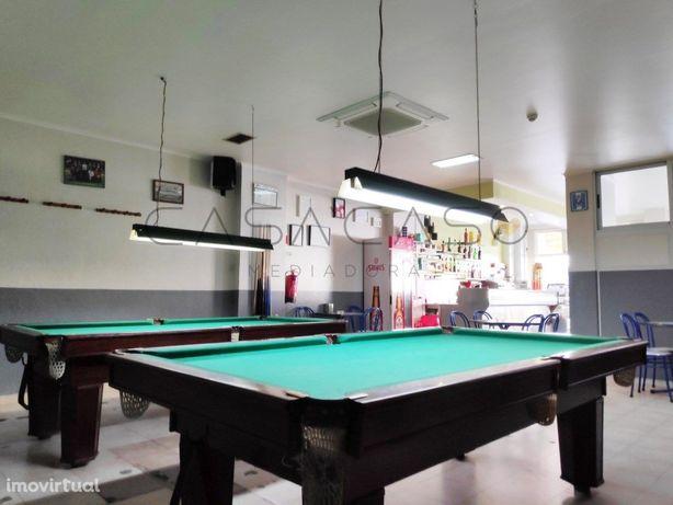 Café- Snack Bar com salão de jogos, pronto a funcionar em...
