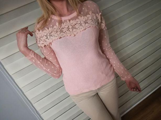 koronkowy pudrowy róż sweterek