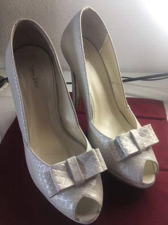Sapatos noiva, tam 39,marca M. Fátima Silva, como novos