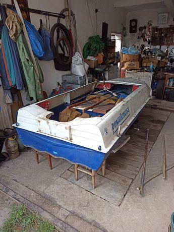Лодка романтика с мотором