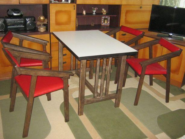 Комплект кухонный  Стол +4 стула.