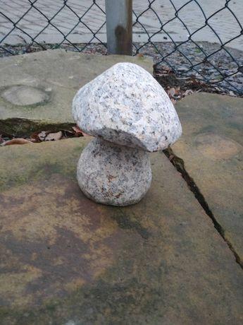 Granitowe grzybki