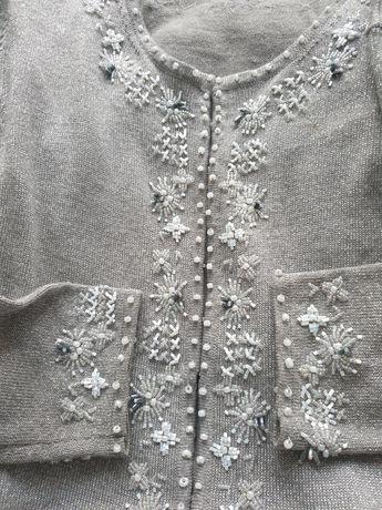 Szary sweter ze srebrną nitką i koralikami r.12