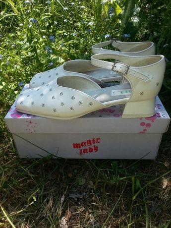 Białe buty dziewczęce do komunii buty komunijne