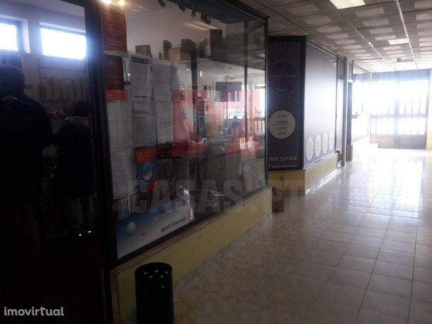 Loja para Arrendamento - Centro Comercial