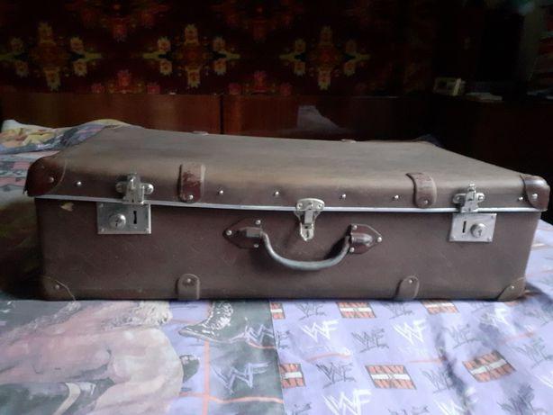 Старинный чемодан-сундук