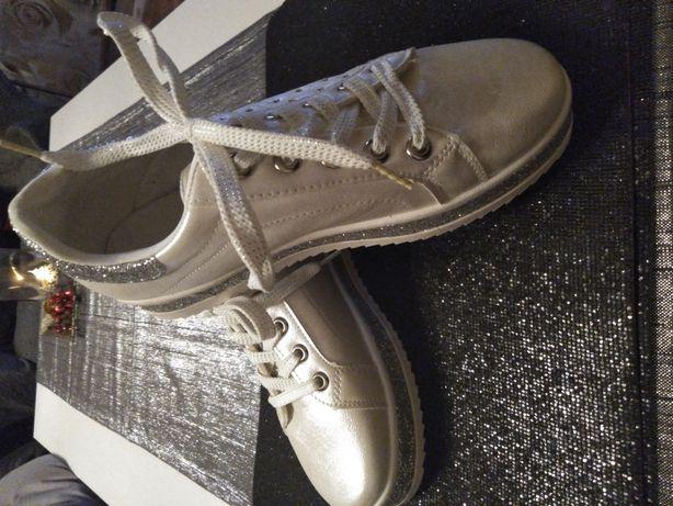 Adidasy perłowe brokatowe srebrne nowe 40