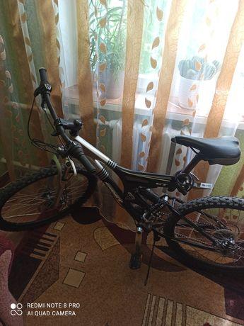 Продается велосипед,цена 10000руб, уместен торг