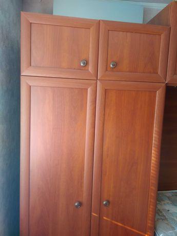 Продается шкаф для одежды и двуспальная кровать