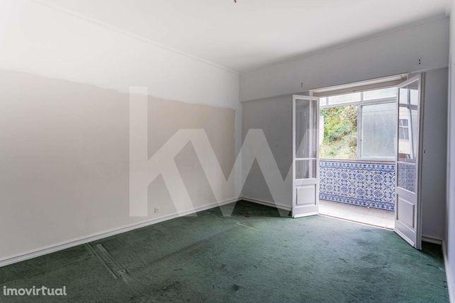 Apartamento T2 Com Elevador|  Para Remodelar! Na Ajuda |Em Lisboa
