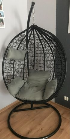 Fotel wiszący typu jajko