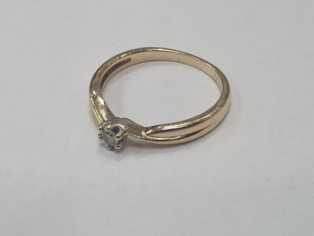 Apart! Certyfikat! Piękny złoty pierścionek/ brylant 0.07 CT/ R14