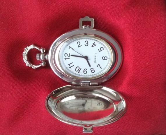 Zegarek kieszonkowy/na łańcuszek Quartz z klapką w pudełku