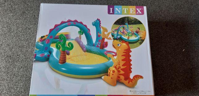 Basen dla dziecka plac zabaw dino