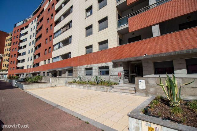 ** Excelente Apartamento T2 Na Rua Fernando Namora - Colinas Do Cruzei