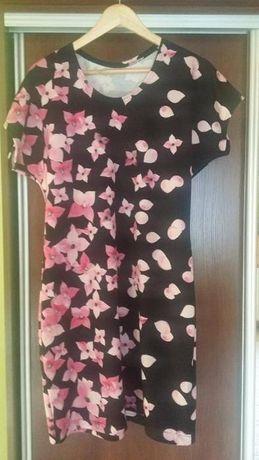 Czarna sukienka w różowe kwiatki 44-46