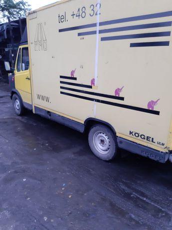 Most tylny dyfer Mercedes 308D pocztowiec pocztowóz food truck kaczka