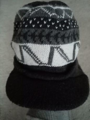 Zimowa czapka z daszkiem szara siwa wzór norweski