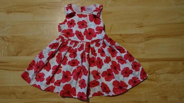 Zestaw ubrań dziewczęcych w rozmiarze 92